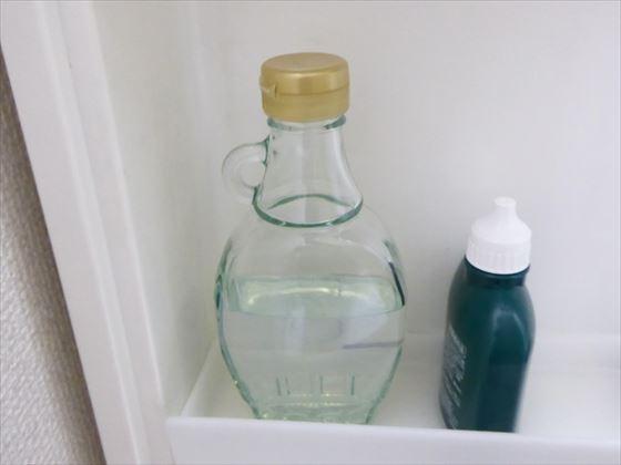 メープルシロップの瓶に入った化粧水とうがい薬
