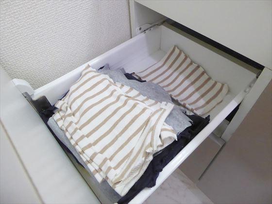 引き出し上段に入った切った服やタオル