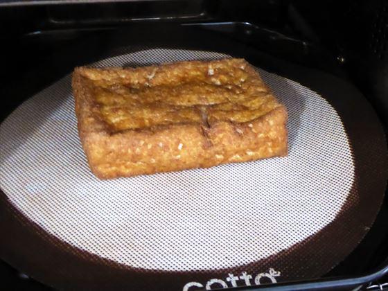 クッキングシートを使わずシルパンで焼く厚揚げ