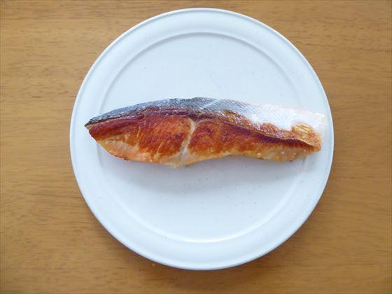 皿にのった焼き鮭