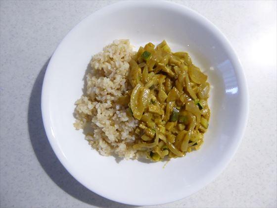 皿に盛った野菜カレー