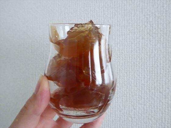 グラスに盛った紅茶寒天