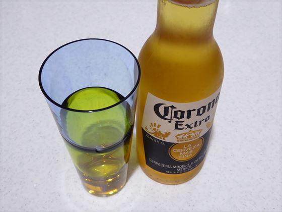 コロナビールとグラス