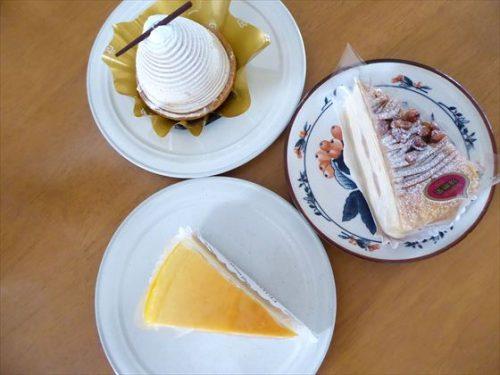 各ケーキをお皿にのせた写真
